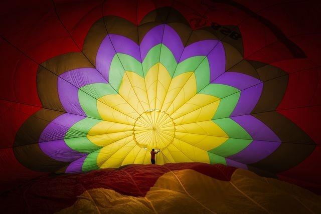 عکس | مردی در دل یک بالون در عکس روز نشنال جئوگرافیک