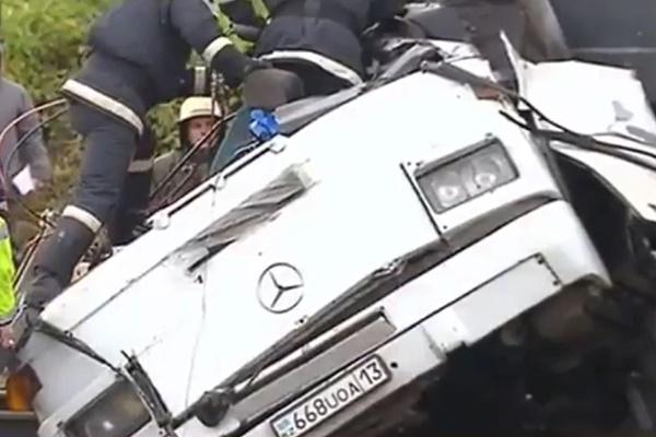 فیلم   برخورد مرگبار اتوبوس و قطار در روسیه با ۱۹کشته
