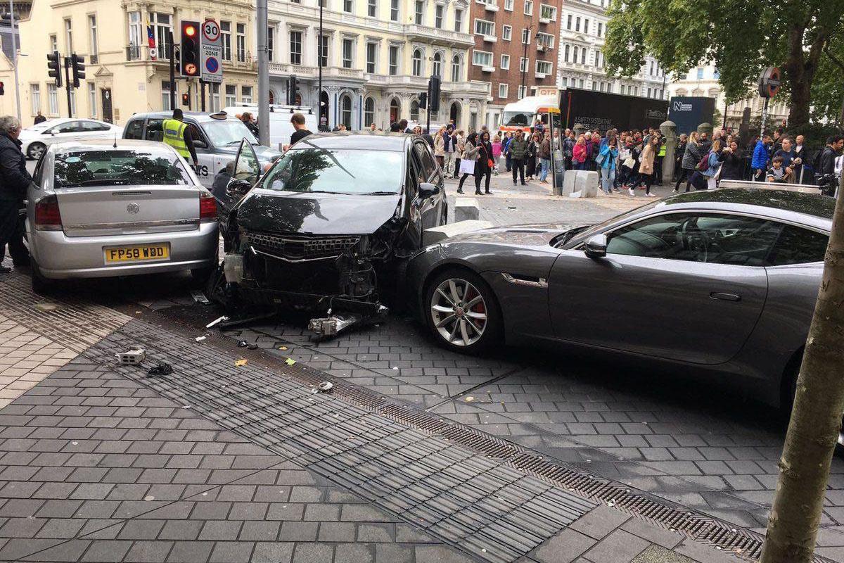 فیلم | دستگیری راننده خودرویی که با چند عابر در موزه لندن برخورد کرد