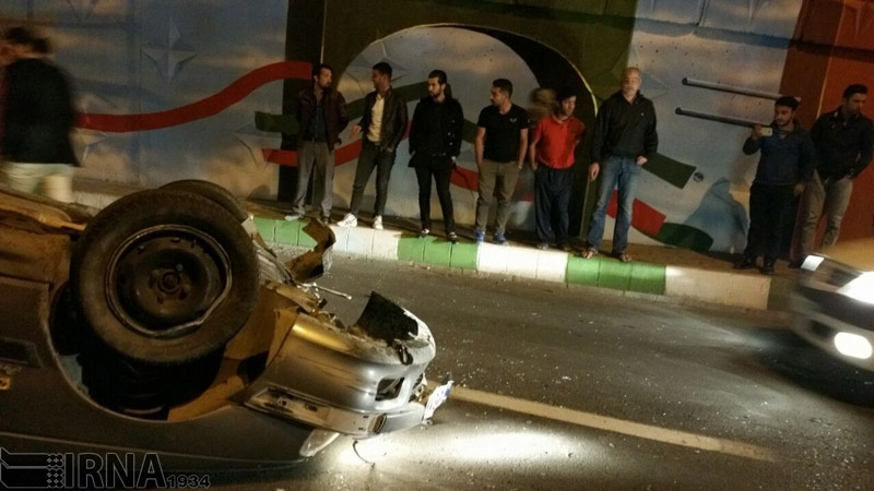تصاویر   واژگونی پژو پارس در تصادف با پراید در ارومیه