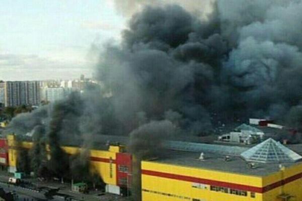 فیلم | آتشسوزی گسترده در یک مرکز تجاری در مسکو