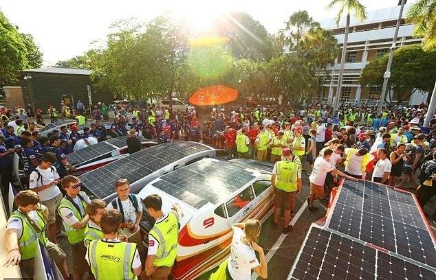 تصاویر | رقابت خودروهای خورشیدی در استرالیا