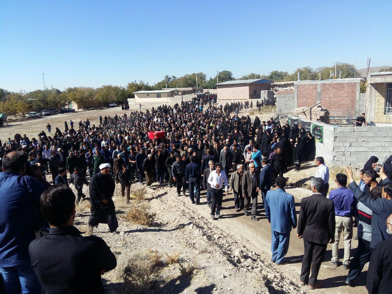 عکس | تشییع و تدفین پیکر پدر سردار سلیمانی