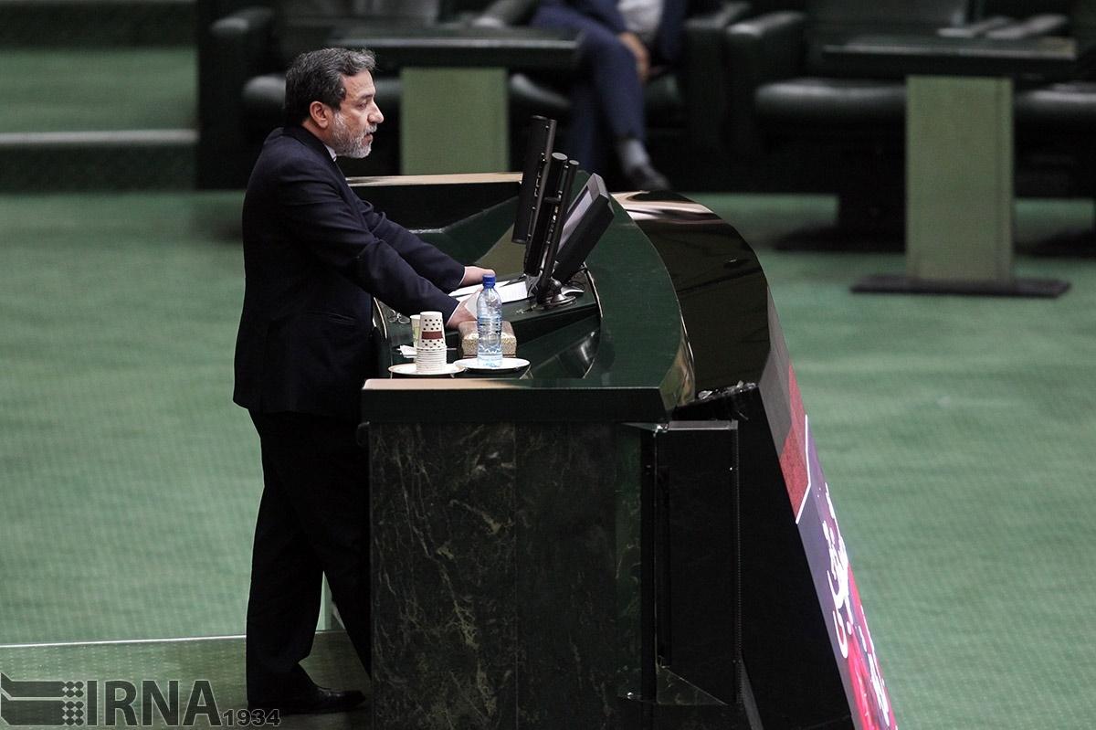 تصاویر   حال و هوای جلسه علنی مجلس در روز حضور عراقچی و ربیعی