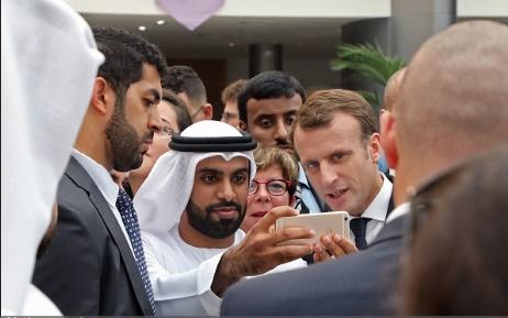 تصاویر   سلفی دانشجویان سوربن ابوظبی با رییسجمهور فرانسه