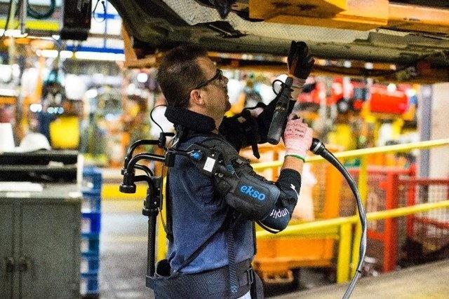 ربات پوشیدنی برای تکنسینهای خودروسازی فورد