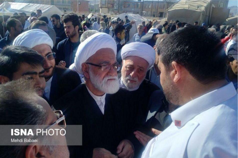 عکس | بازدید نماینده مقام معظم رهبری از مناطق زلزلهزده کرمانشاه