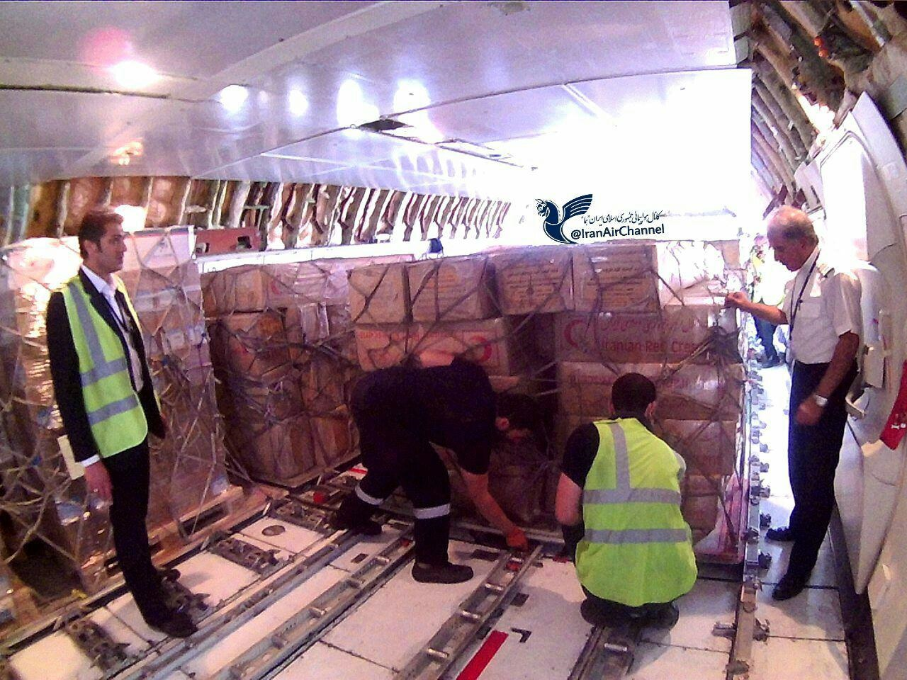 عکس | بارگیری ۱۰۰تن ملزومات کمکرسانی به زلزلهزدگان در بوئینگ 747 «هما»