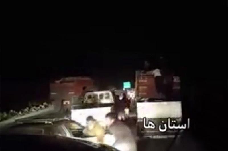 فیلم   این کامیون به درخواست مردم زلزلهزده توقف کرد، نه زور راهزنان
