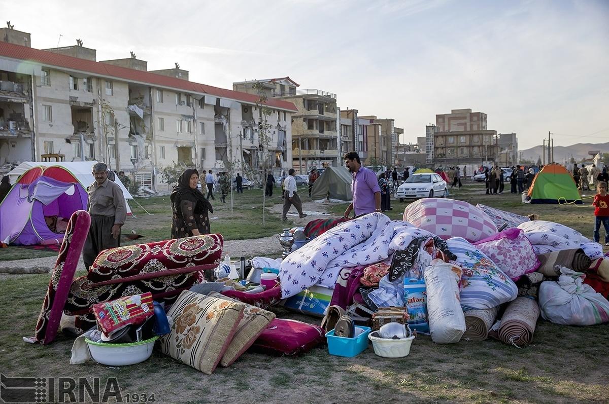 تصاویر | ادامه آواربرداری و امدادرسانی در مناطق زلزلهزده کرمانشاه