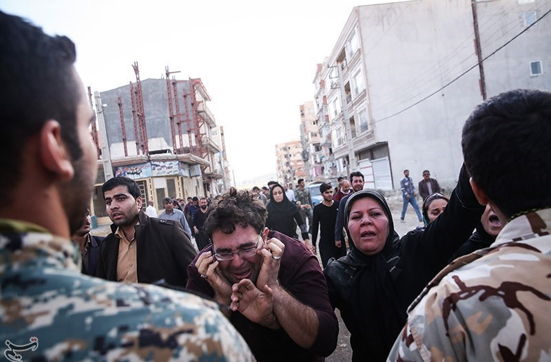 تصاویر   مویههای کرمانشاه در سوگ قربانیان زلزله