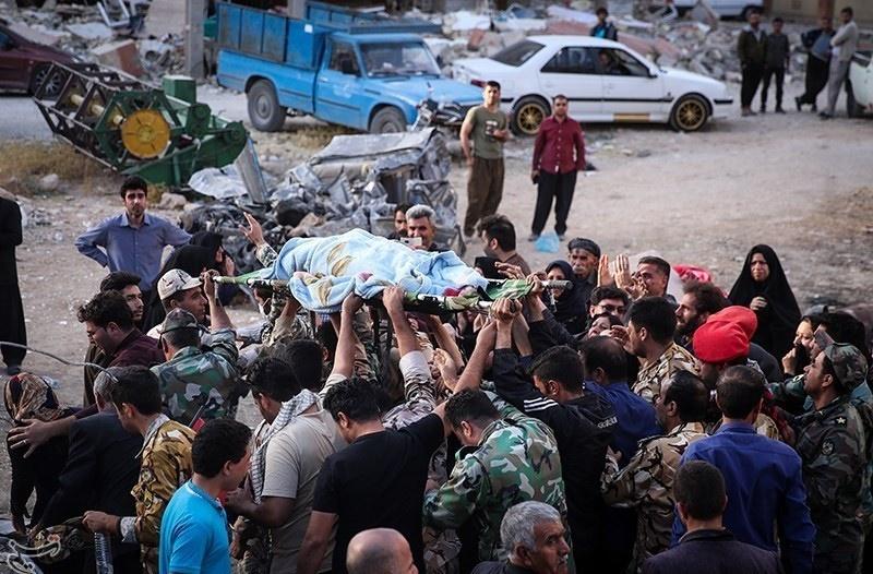 تصاویر | مویههای کرمانشاه در سوگ قربانیان زلزله