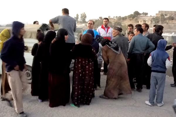 فیلم   دریافت کمکهای مردمی در روستای قلخانی بزمیرآوا