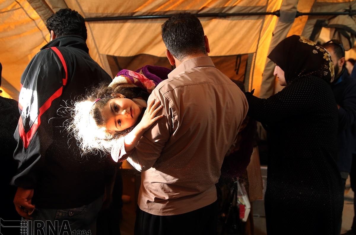 تصاویر | حال و هوای بیمارستان صحرایی سرپل ذهاب سه روز بعد از زلزله