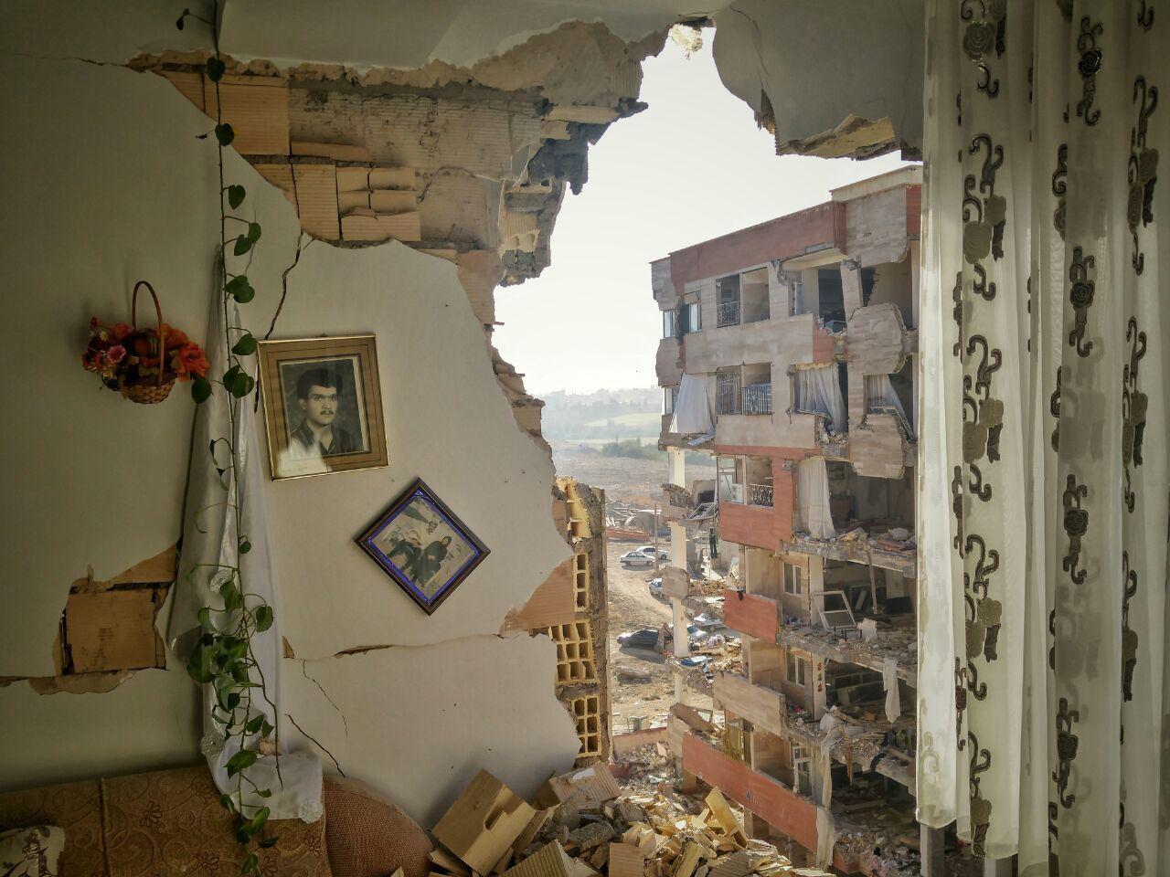 اقدامات دولت برای کاستن از مشکلات زلزلهزدگان کرمانشاه/ بازسازی خانهها با بنیاد مسکن است
