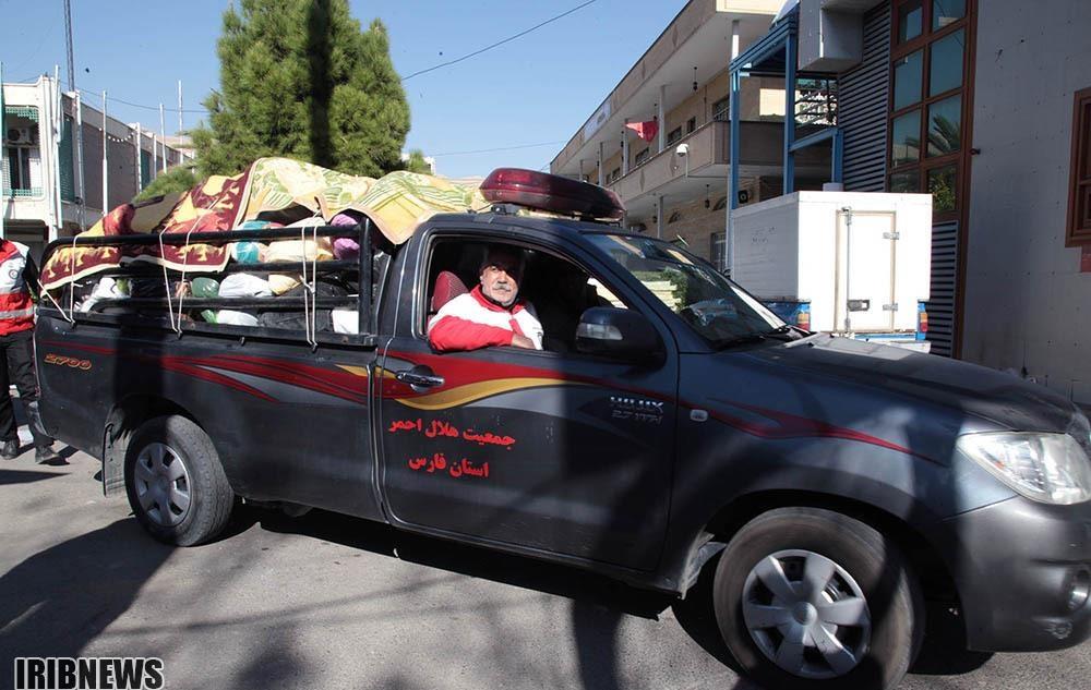 تصاویر | جمعآوری کمکهای مردمی شیراز برای زلزلهزدگان کرمانشاه