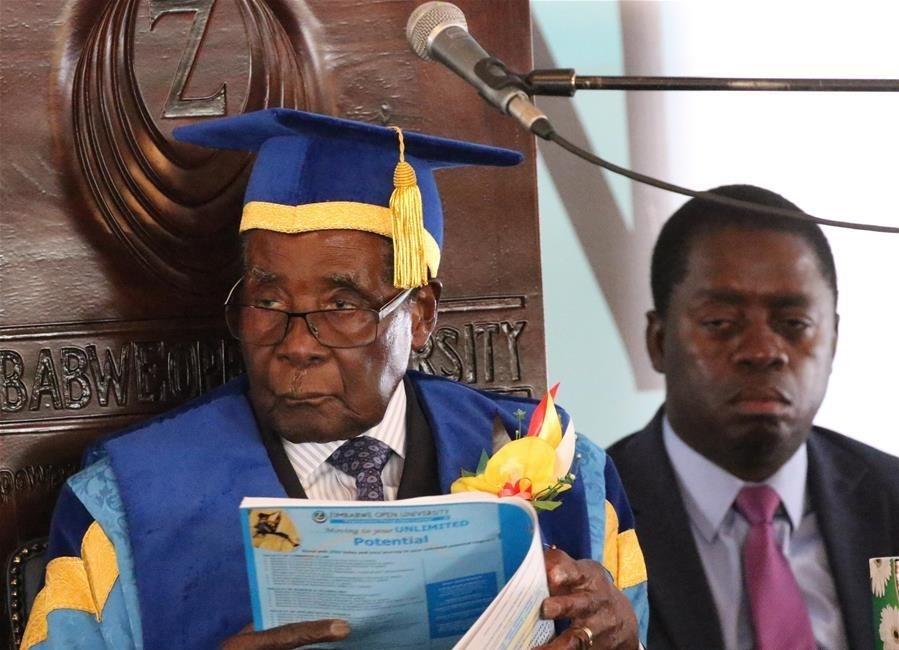 تصاویر   نخستین حضور عمومی رییس جمهور در حصر زیمبابوه