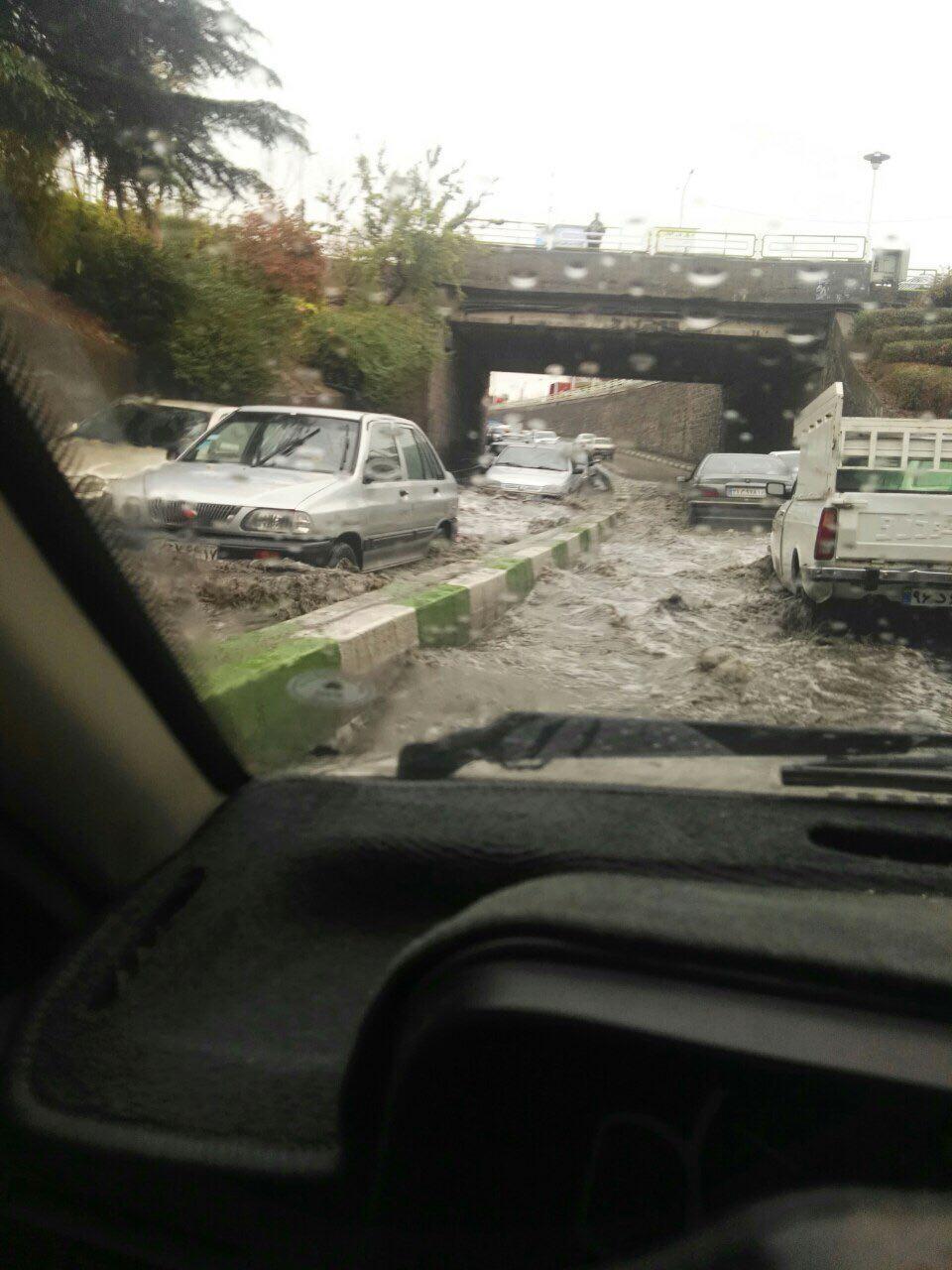 اولین باران پاییزی: معابر شهری مسدود شدند/ دریاچه ارومیه نفس کشید