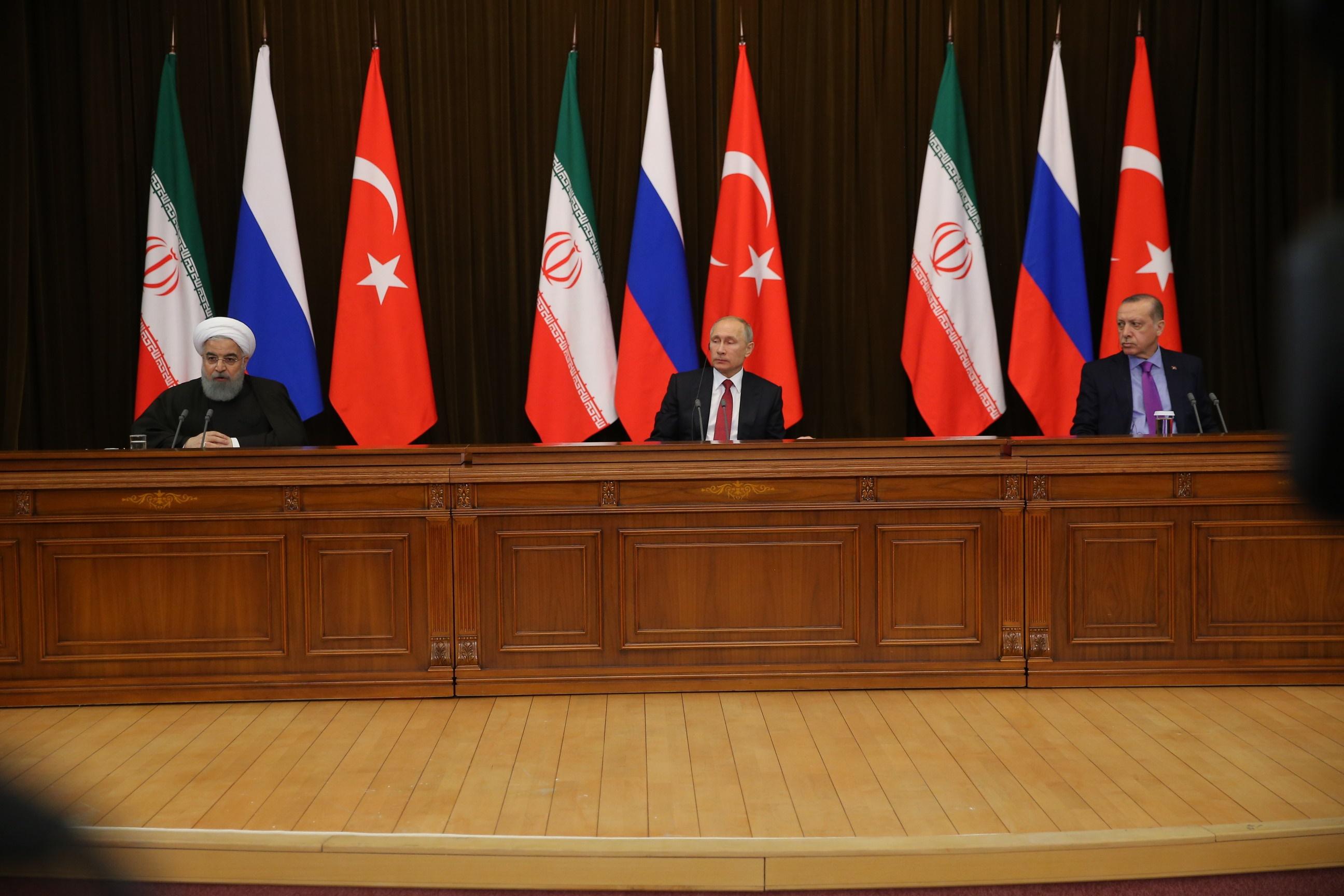 روحانی: نتیجه اجلاس سوچی تشکیل کنگره ملی سوری-سوری است/ تأکید پوتین بر بازسازی سیاسی سوریه