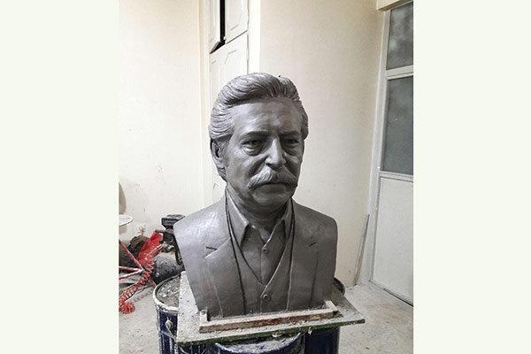 نصب مجسمه پنج پیشکسوت سریال «هزار دستان» در شهرک غزالی
