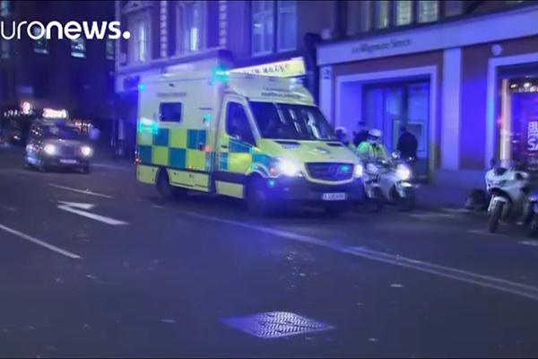 فیلم | لحظاتی پس از شنیدن صدای تیراندازی در ایستگاه متروی آکسفورد لندن
