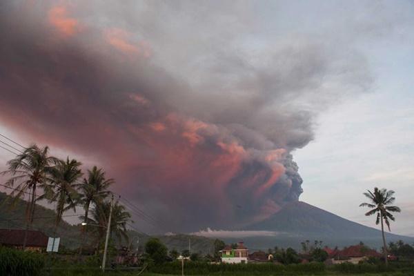 فیلم | آتشفشان جزیره بالی برای دومین بار در هفته فوران کرد