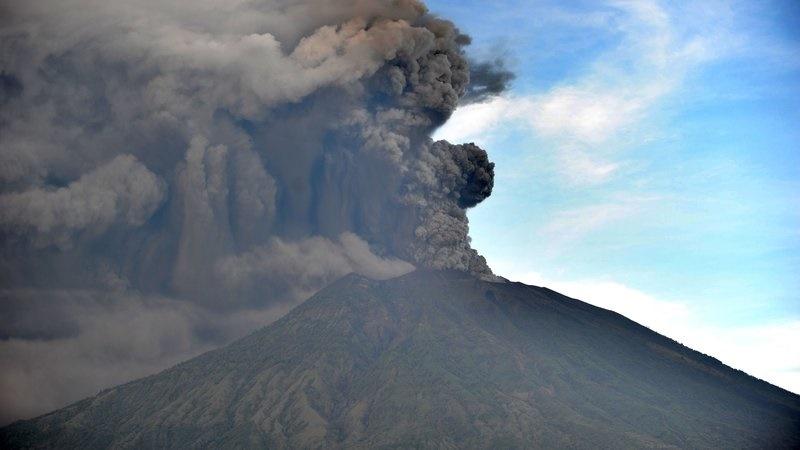 فیلم   فرار هزاران نفر از مردم در پی فوران آتشفشان بالی