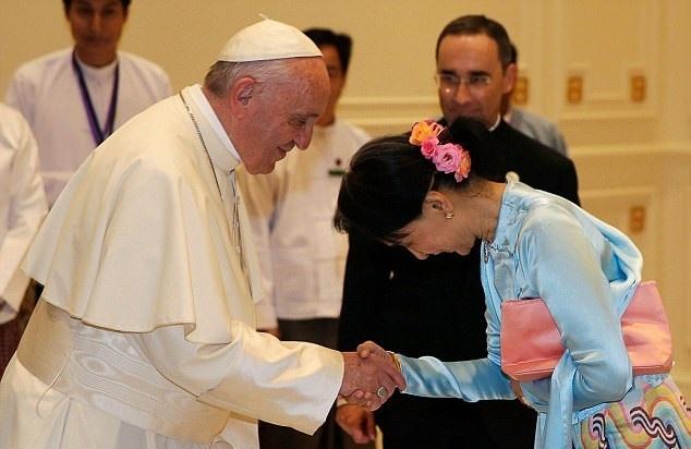 تصاویر   دیدار پاپ فرانسیس و رهبر میانمار بدون صحبت از بحران روهینگیا