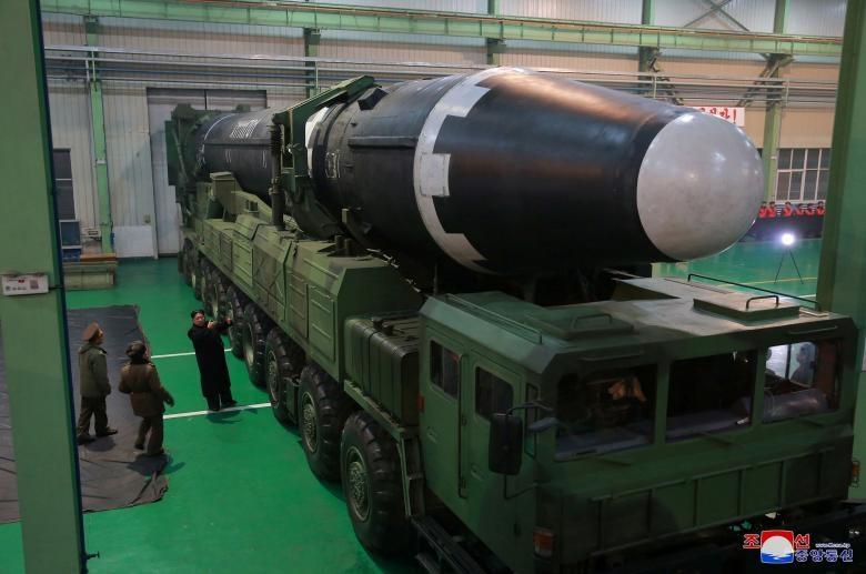 تصاویر | شلیک موشک قاره پیمای جدید و خندههای رهبر کره شمالی