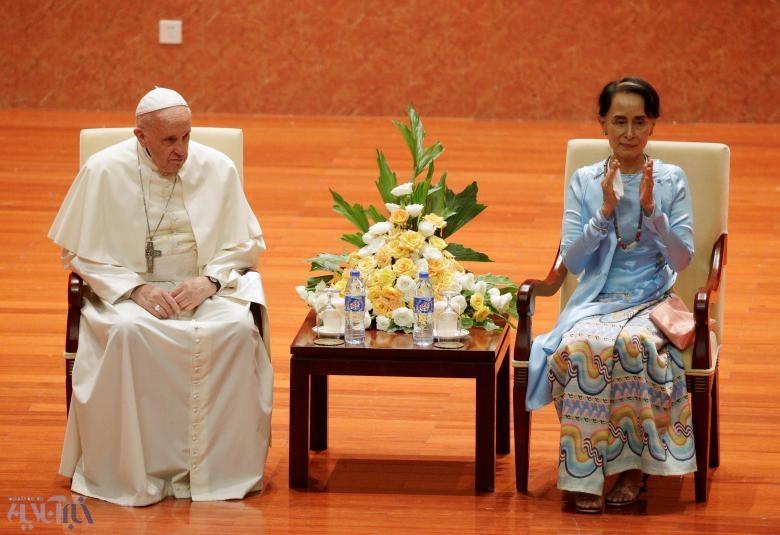 نظر شما دربارۀ این عکس چیست؟/ سکوت پاپ در میانمار