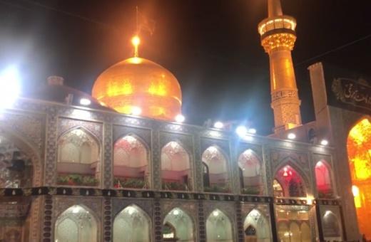 فیلم | حال و هوای عزاداران حرم در شب شهادت امام رضا(ع)