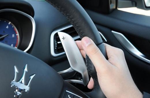 در خودروهای اتوماتیک چه وقت باید از پدال شیفتر استفاده کرد؟