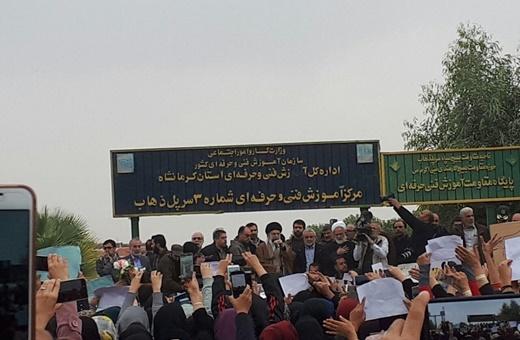 همدردی رهبر انقلاب با مردم داغدار کرمانشاه/ استقبال از رهبری با شعار «صل علی محمد، روح خمینی آمد»
