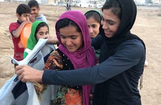 هدیه سهیلا منصوریان قهرمان ووشوی جهان به کودکان زلزلهزده