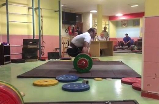 فیلم | مهار وزنه ۲۶۰ کیلوگرمی توسط بهداد سلیمی | ۳ کیلو تا رکورد جهانی رضازاده