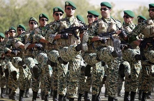 فیلم | اشک افسران ارتش هنگام بدرقه مردم از شهر سرپل ذهاب