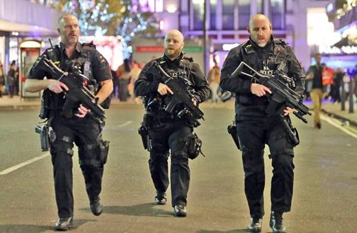 فیلم | میدان آکسفورد لندن بعد از حادثه تیراندازی در مترو