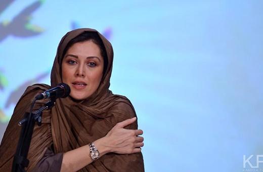 حضور بازیگر مطرح و خواهران منصوریان برای تشویق تیم ملی فوتسال بانوان