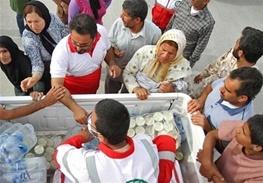 سبد غذایی یکماهه هلالاحمر لرستان بین مردم زلزلهزده کرمانشاه توزیع میشود