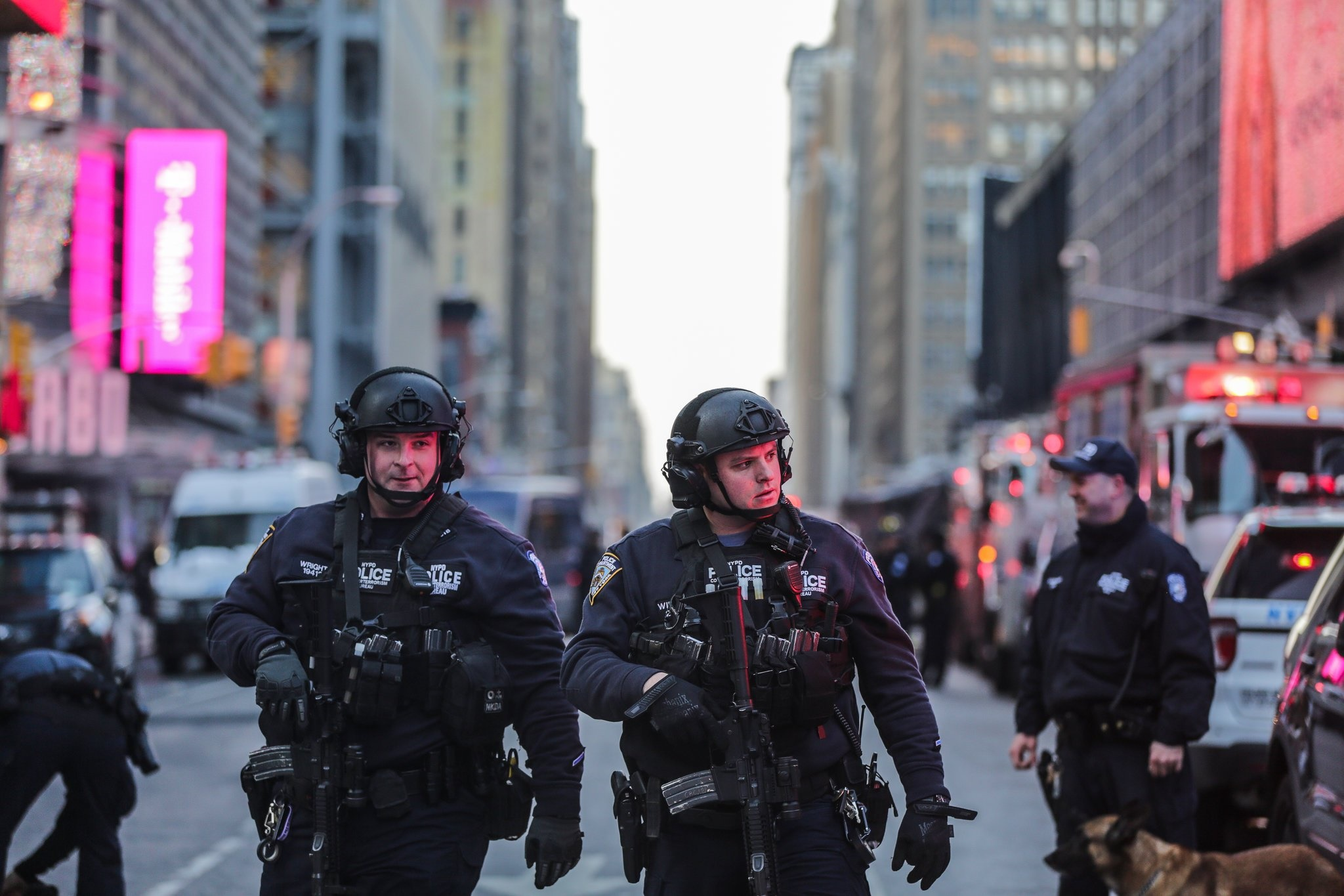 تصاویر   انفجار بمب در زیرگذر پر رفت و آمد نیویورک