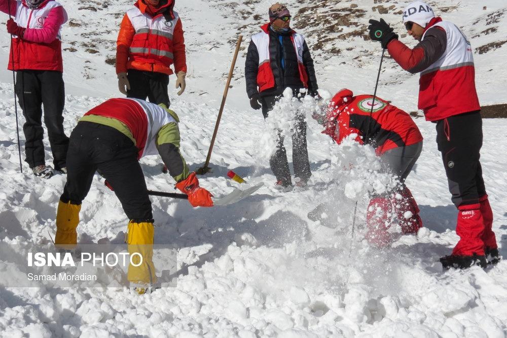 تصاویر | ادامه عملیات برای یافتن پیکر آخرین کوهنورد خراسانی در اشترانکوه