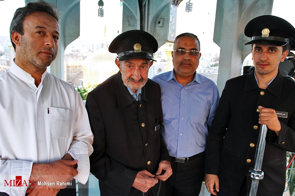 تصاویر | پیرمردی که ۷۲ سال بیوقفه نقارهزن حرم امام رضا(ع) بود