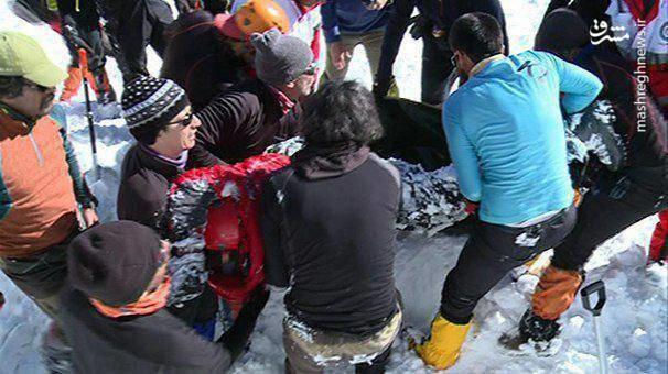 عکس   لحظه پیداشدن آخرین مفقود سقوط بهمن در اشترانکوه