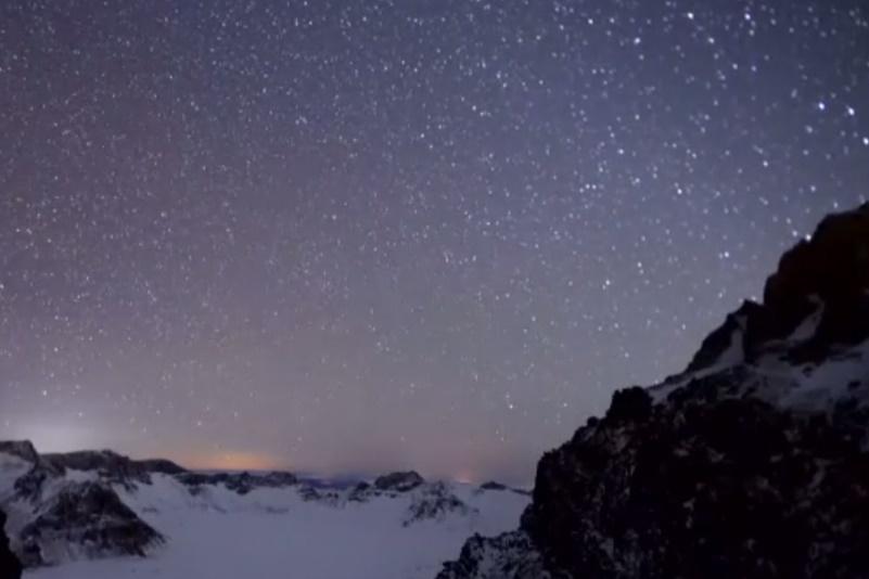 فیلم   تایملپس دیدنی از شهابباران در آسمان چین