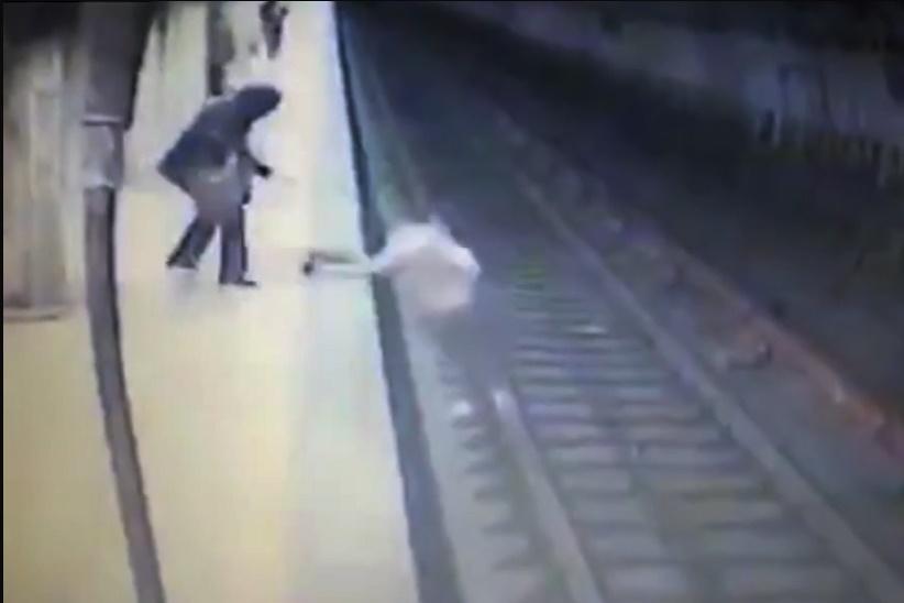 فیلم   قتل زن جوان در ایستگاه مترو به بدترین شکل ممکن(۱۶+)