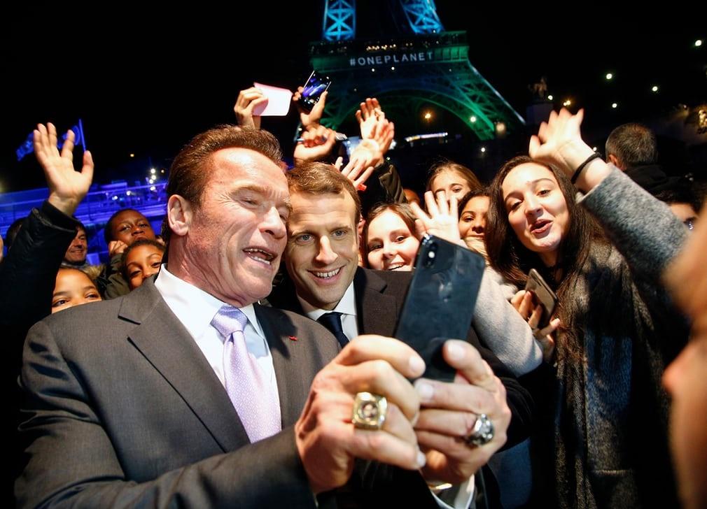 تصاویر | سلفی آرنولد و رئیسجمهور فرانسه مقابل برج ایفل