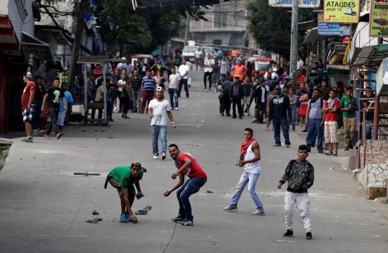 تصاویر | درگیری معترضان نتایج انتخابات هندوراس با پلیس | ۱۶ نفر کشته شدند