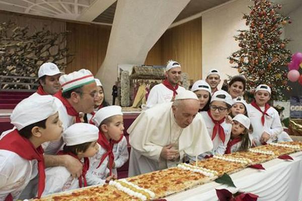 فیلم   جشن تولد ۸۱ سالگی پاپ فرانسیس