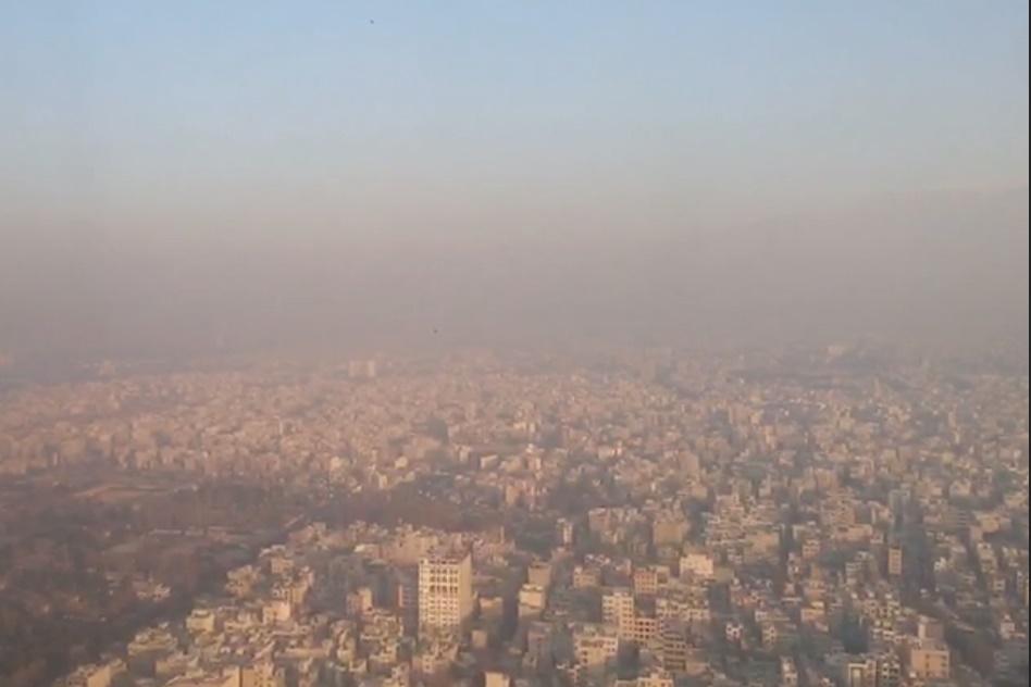 فیلم | نمایی از آلودگی هوای تهران از پنجره هواپیما