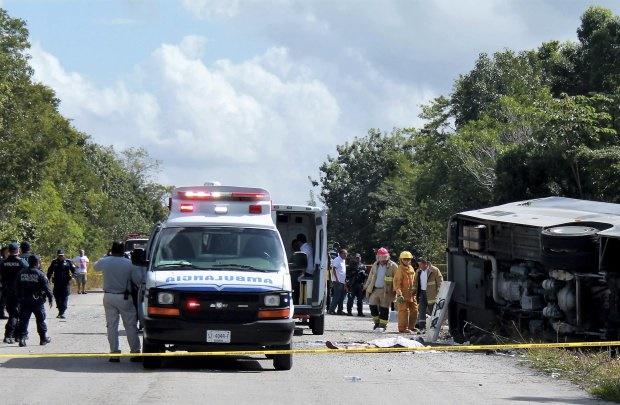 تصاویر | واژگونی مرگبار اتوبوس گردشگران کشتی مسافرتی کروز در مکزیک